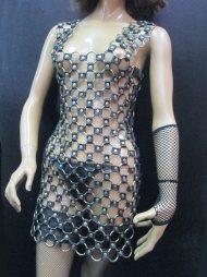 BDSM Δερμάτινο γυναικείο φόρεμα με 220 περίπου χρυσούς κρίκους