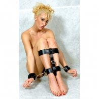 BDSM Δέσιμο χεριών και ποδιών με διπλό λουρί